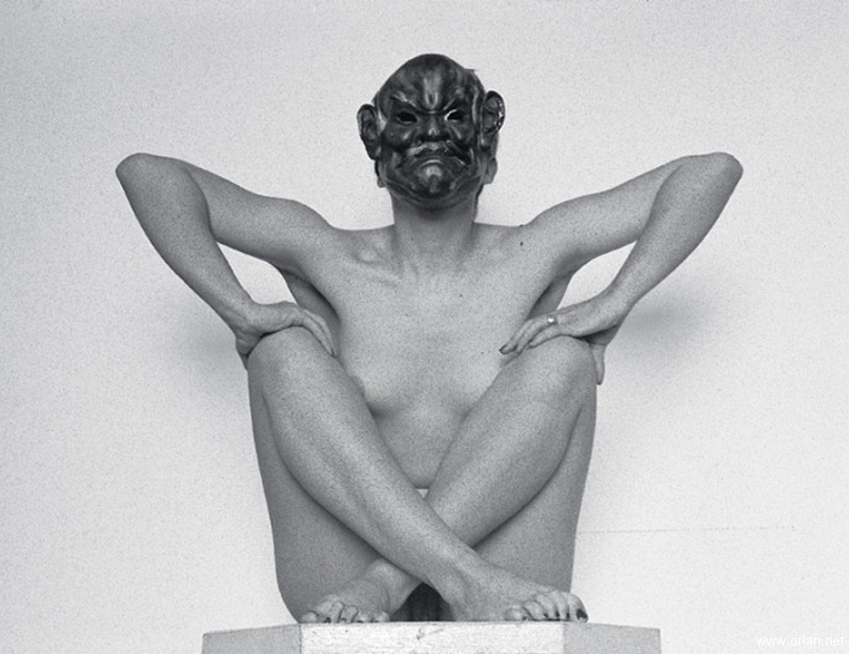 body-sculpture_avec_masque_cachant_visage